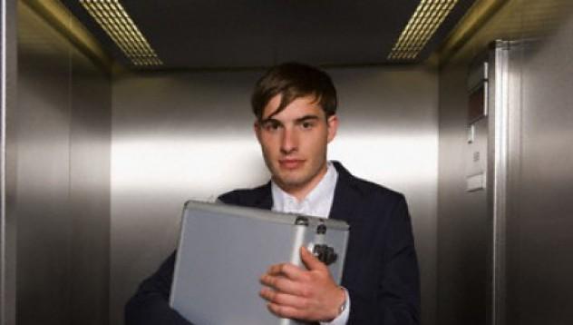 Крадец заседна в асансьор
