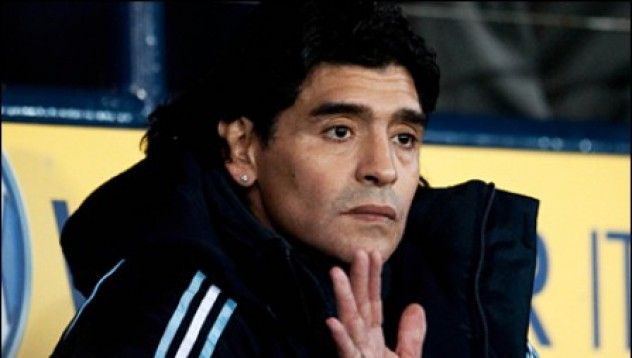 Кой не иска да се ръкува с Диего Марадона
