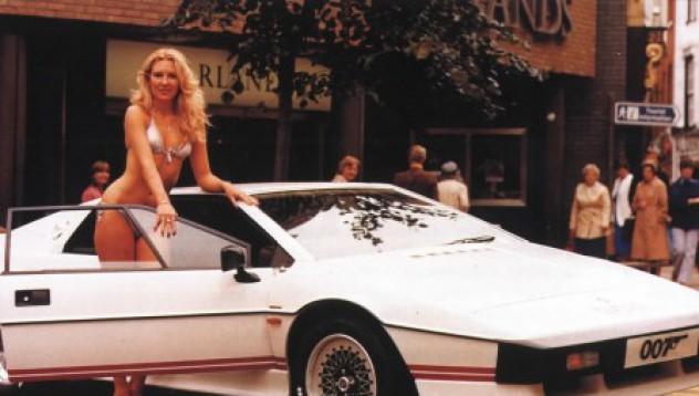 Продадоха Lotus Esprit на Бонд за 111 хил. лири