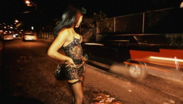 Полицайка заработва и като проститутка