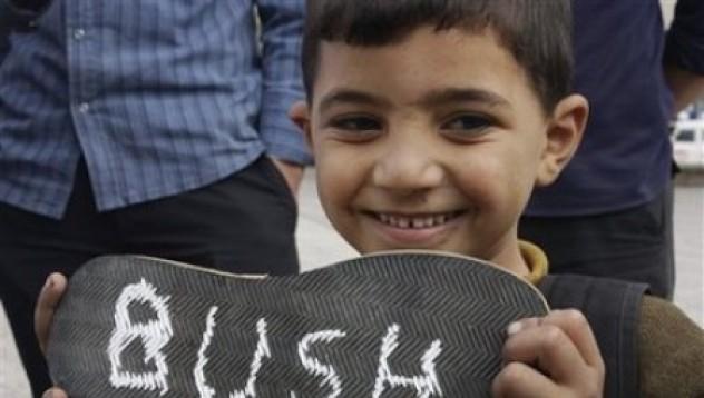 Какво ще стане, ако метнеш обувка по Буш?