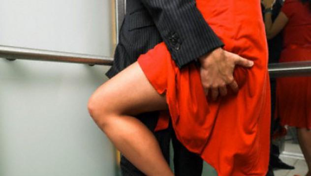Секс в асансьор