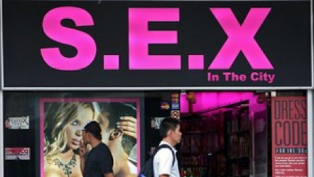 Недоволен клиент стреля в московски секс-шоп