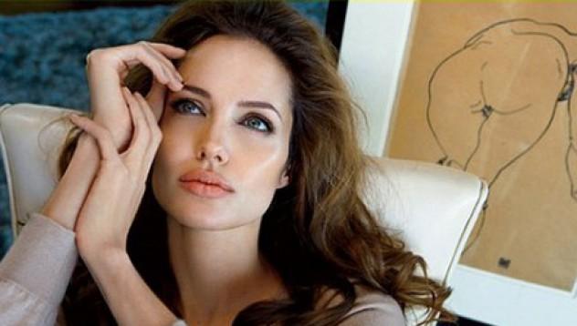 Анджелина не гледа филми!