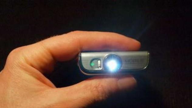 Samsung W7900