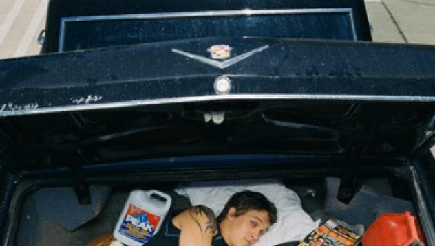 Беглец се скрива в колата на съдия