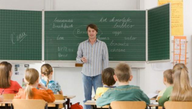 Учител учи ученици да псуват