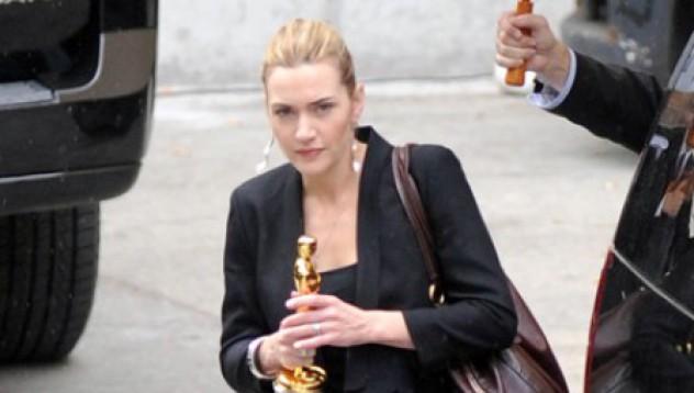 Кейт Уинслет не се разделя с Оскара си