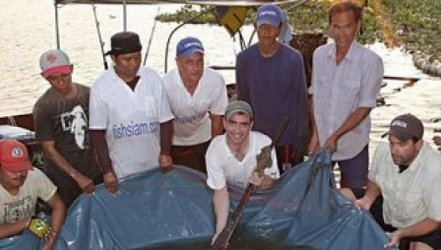 Рибар улавя 350-килограмова риба