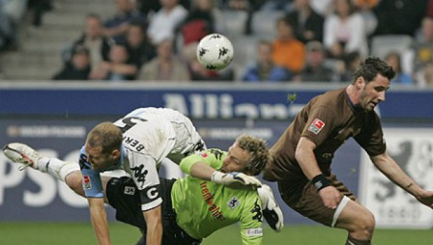Нудисти прекъснаха мач в Германия