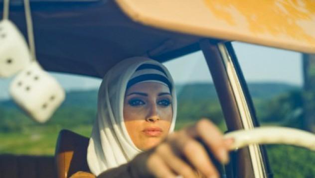 Арестуваха жена в Мека, защото шофирала