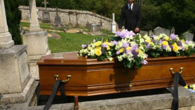 Жив да се погребеш