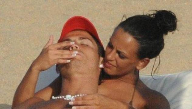 Майката на Роналдо: Синът ми не е женкар!