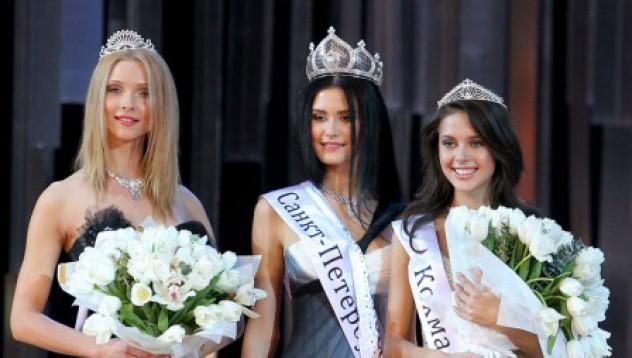 Голи снимки на Мис Русия 2009 излязоха в нета
