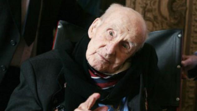 Най-старият мъж на Острова