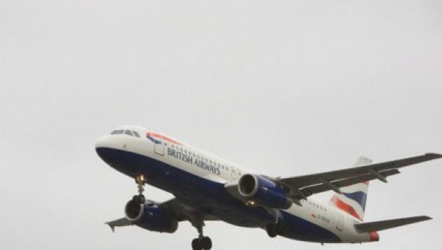 Като на филм: Пилот почина по време на полет, пътник приземи самолета