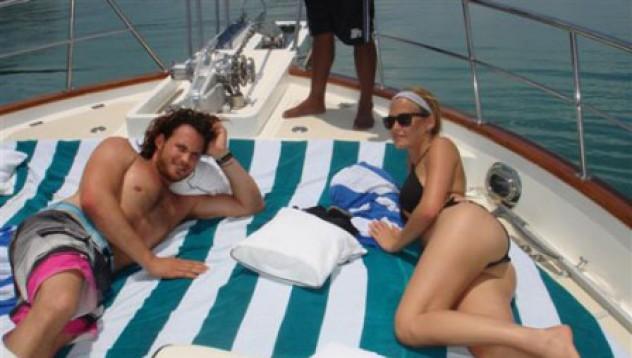 Бар Рафаели се пече на яхта