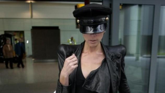 Виктория Бекъм живее в чантата си