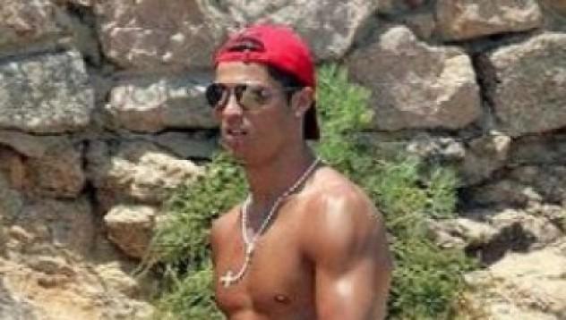 Още едно доказателство, че Кристиано Роналдо е гей