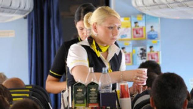 Свалят самолет заради кражба на кутийка бира