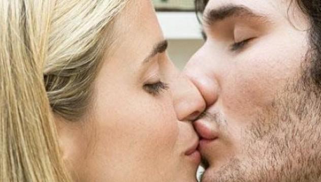 Жените се целуват...