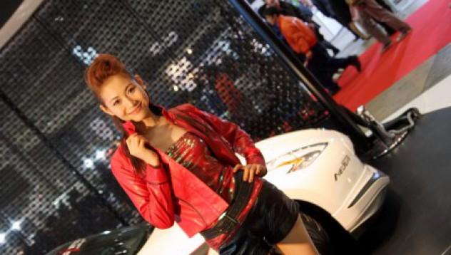 Момичетата от автосалона в Токио