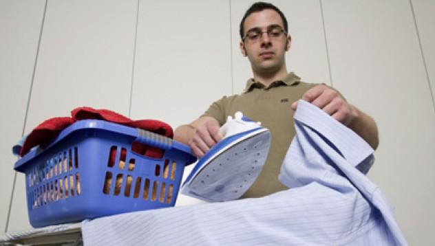 Мъжете наистина помагат в домакинството