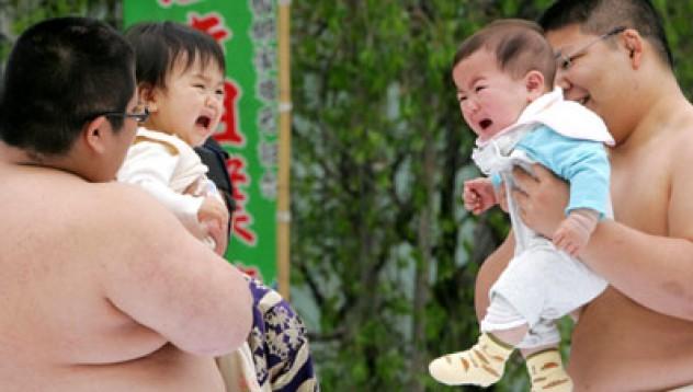 Сумисти разплакват бебоци