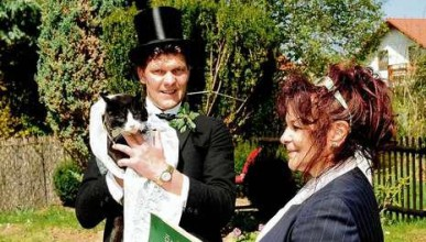 Мъж се жени за котката си