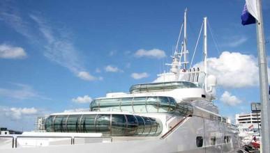 Скъпарска яхта за Джей Ло
