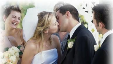 Робот жени младоженци
