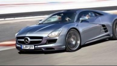 Mercedes прави бебе на SLS AMG