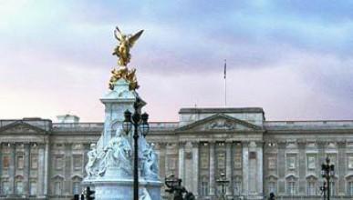 Бач в Бъкингамския дворец