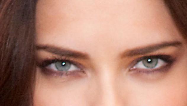 Тя те гледа!
