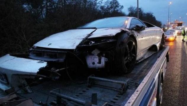 Левак счупи чисто ново Lamborghini