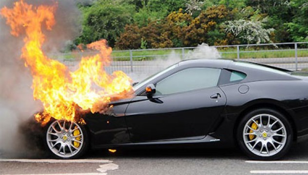Ferrari 599 избухна в пламъци