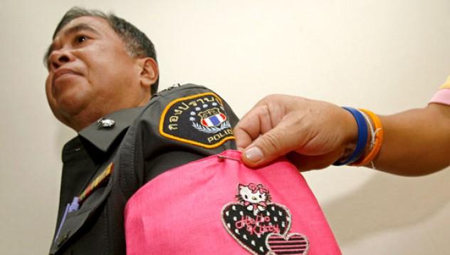 Полицаи с розово