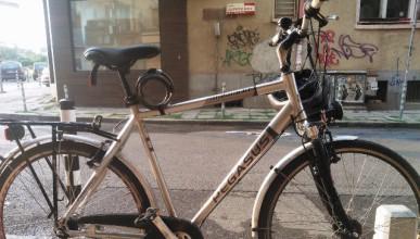 А някой кара колело!