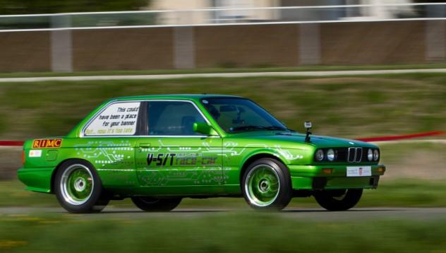 Зелено BMW