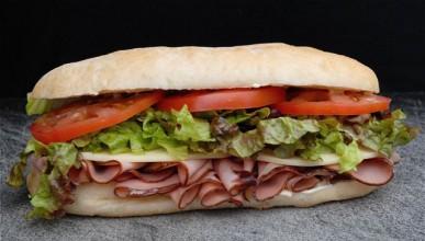Сандвич в лицето