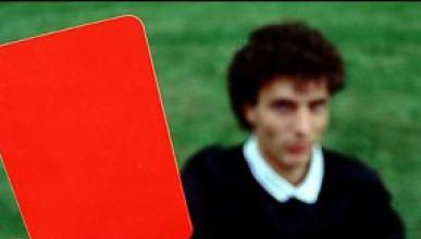 Съдия показа 36 червени картона
