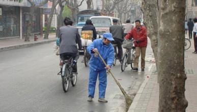 Китайска милионерка работи като чистач