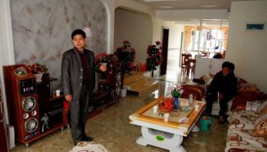 Китаец ремонтира грешния апартамент