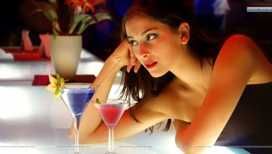 Тя и алкохолът