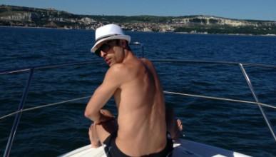 Бербо разпуска на яхта