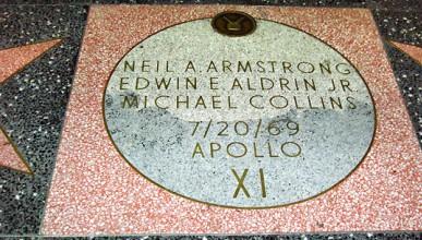 Нийл Армстронг на алеята