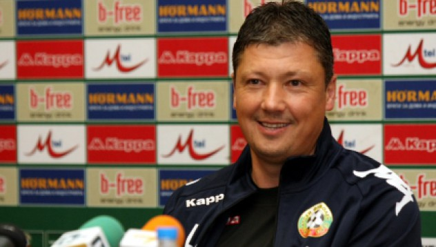Пенев остава селекционер на България