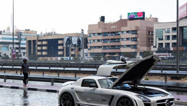 Mercedes-Benz SLS AMG пострада