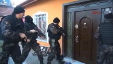 Турската полиция победена от врата
