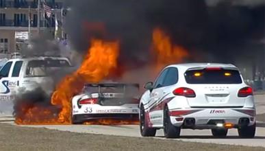 Dodge Viper лумна в пламъци на Себринг